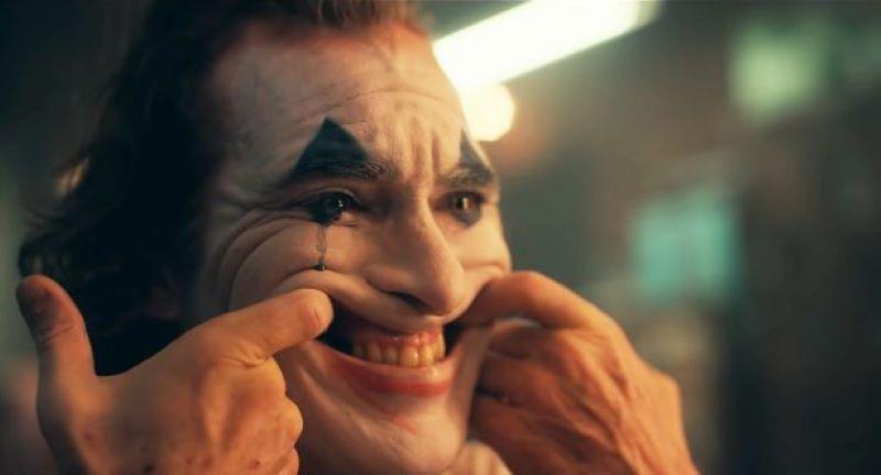 nụ cười giả tạo