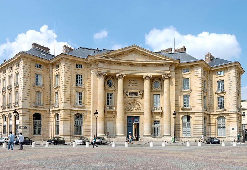 Panthéon-Sorbonne nơi giáo sư theo học